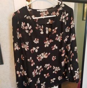 Tops - 🌺🌹 Cute floral blouse!